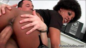 Femeia negresa misca din pizda perfect