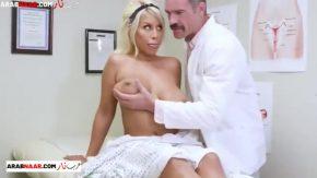 Asa o testeaza medicul ei ginecolog