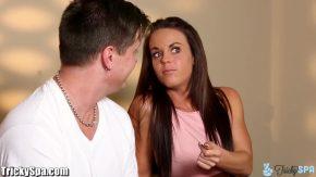 Femeia draguta face sex oral foarte bun