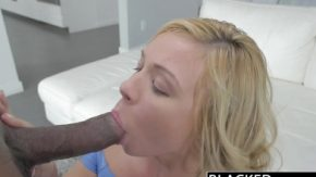 Negrul luat la supt de blondina