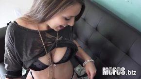 Face sex pentru bani cu acest barbat