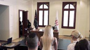 Femeia judecator face sex cu un inculpat