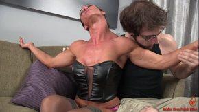 femei musculoase care ofera futaiuri dure