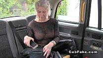 Matura milf fututa bine intr-un taxi
